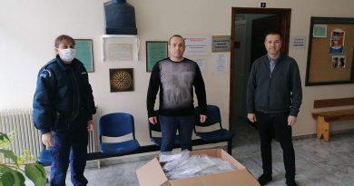 Η Ένωση Ξενοδoχείων Χαλκιδικής δώρισε μάσκες προφύλαξης στους αστυνομικούς
