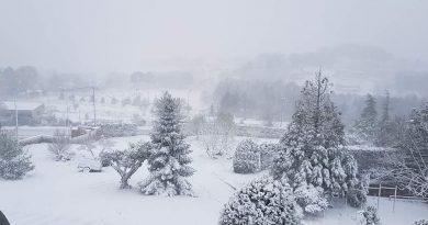 Ο Απρίλιος έφερε τα χιόνια στη βόρεια Χαλκιδική