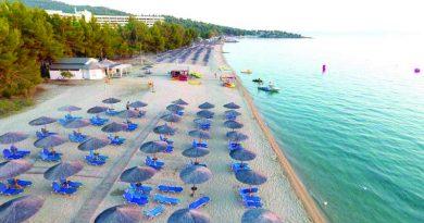 Πρωτιά για τη Χαλκιδική: Αυτές οι 85 παραλίες πήραν «Γαλάζια Σημαία»