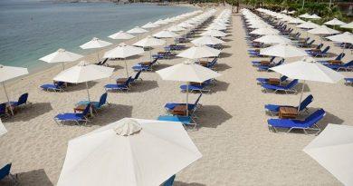 Χαλκιδική: Τους έκλεισαν το beach bar για 20 εκατοστά