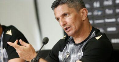 """Λουτσέσκου: """"Μαζί με τον Άκπομ θα γίνουν άλλες 2-3 μεταγραφές, υπήρχε αρνητισμός στην ομάδα την τελευταία διετία"""""""