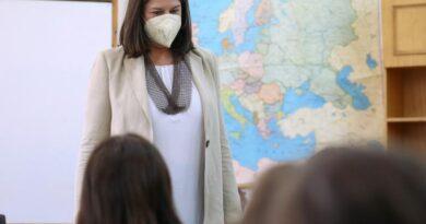 Κεραμέως: Σε αναστολή ανεμβολίαστοι εκπαιδευτικοί που δεν κάνουν rapid test